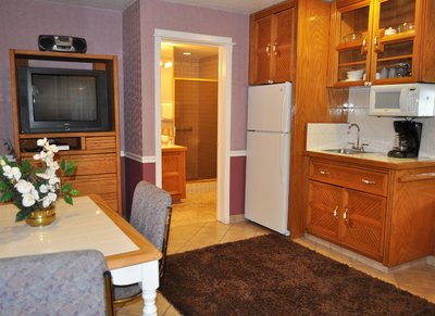Kitchenette and TV